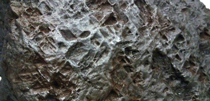 Артефакты и исторические памятники - Страница 12 Meteorot-vozrastom-45-mlrd-let-prodan-za-million-rublei_03